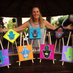 This is Hamsa Art with Steffi Goddard